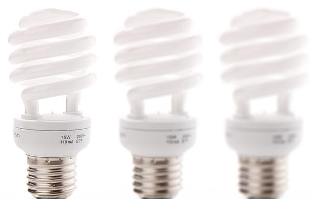 S kompaktními zářivkami budete jistě spokojení i vy