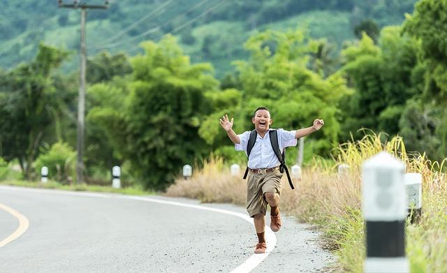 utíkající kluk
