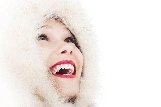 Přírodní  prášek na bělení zubů saktivním uhlím