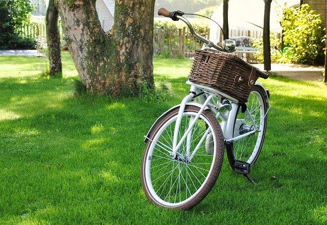 jízdní kolo a košík