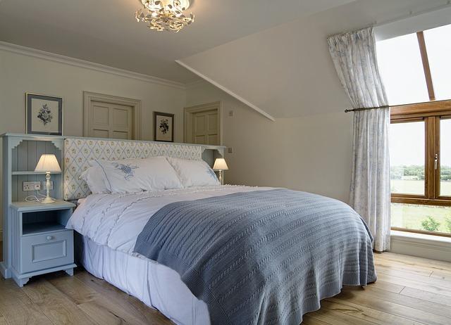 stylová ložnice s nábytkem z masivu.jpg