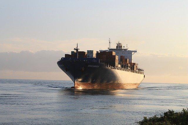 přeprava palet nákladní lodí