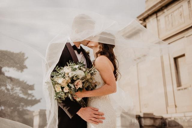 ženich, nevěsta, závoj